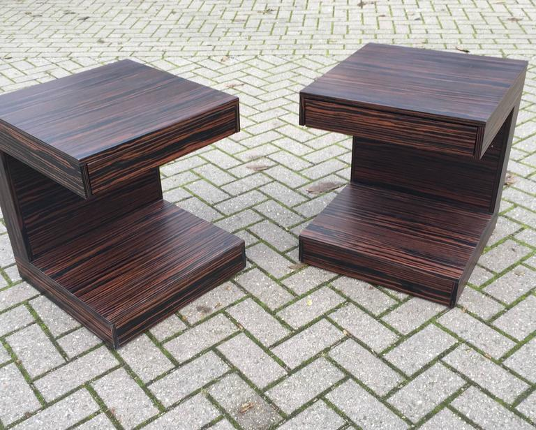 European Pair of Art Deco Style and Cubical Macassar Nightstands or Bedside Tables For Sale
