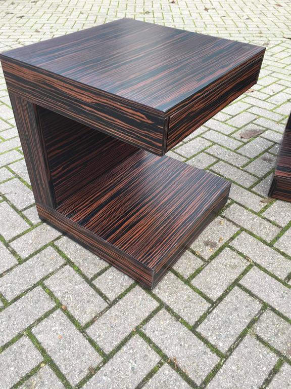 Veneer Pair of Art Deco Style and Cubical Macassar Nightstands or Bedside Tables For Sale