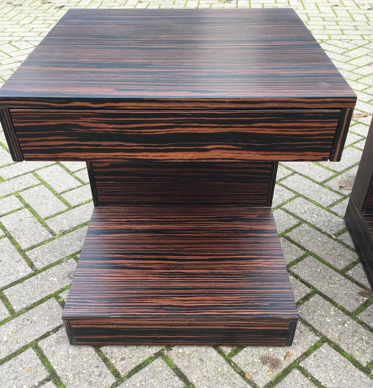 20th Century Pair of Art Deco Style and Cubical Macassar Nightstands or Bedside Tables For Sale