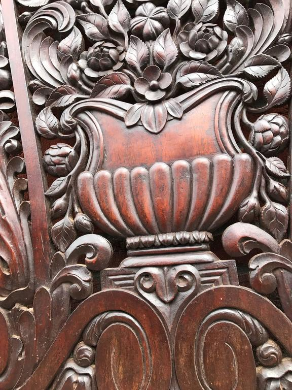 Antique and Incredibly Detailed, Large Hand Carved Mahogany Wall Panel/Plaque In Excellent Condition For Sale In Lisse, NL