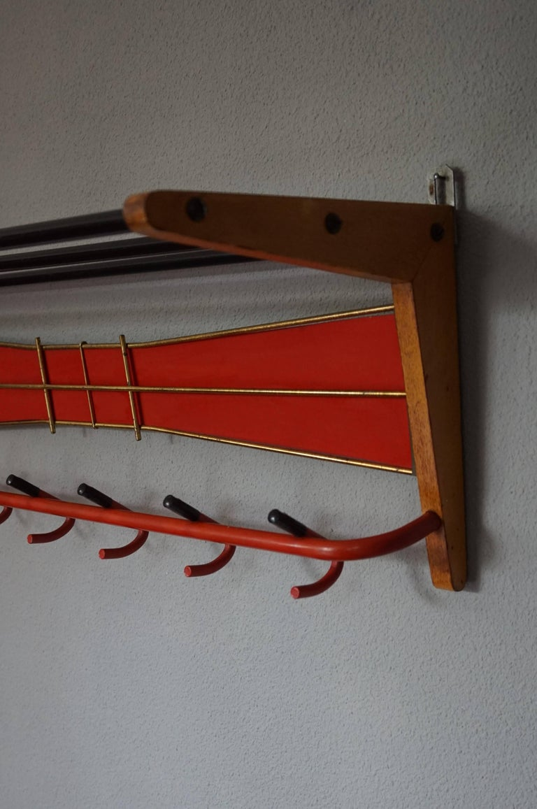 Mid-Century Modern Wood, Brass and Plastic, Red and Black Coat and Hat Rack In Excellent Condition For Sale In Lisse, NL
