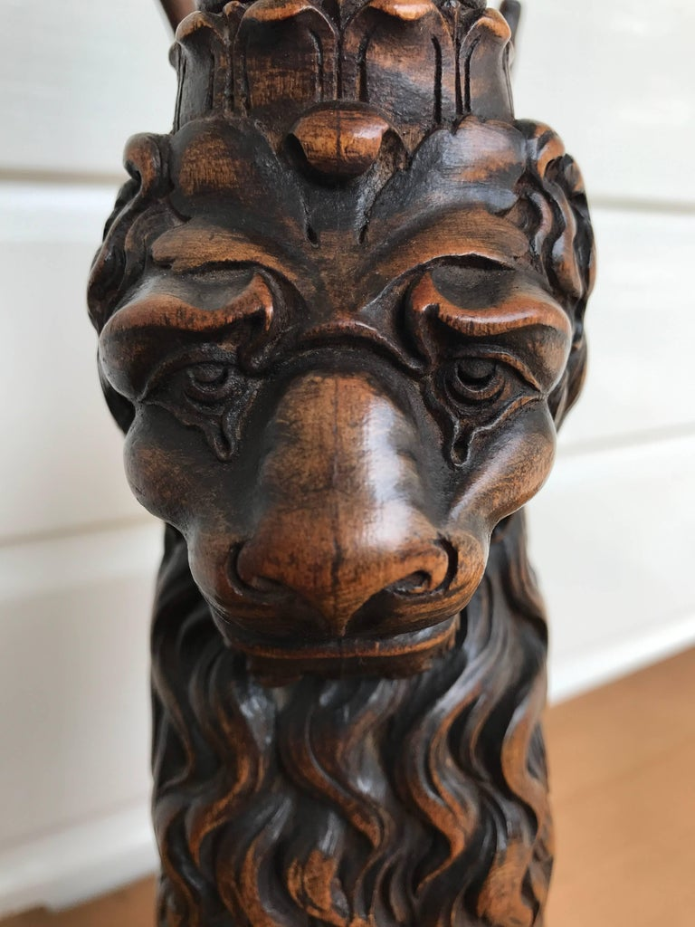 Hand-Carved Italian Desk or Table Lamp with Carved Wood Lion Sculpture on Marble Base For Sale