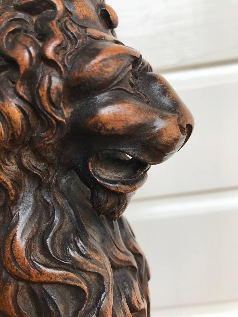 Italian Desk or Table Lamp with Carved Wood Lion Sculpture on Marble Base For Sale 2