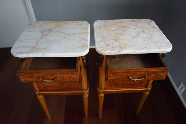 Antique Pair of Kingwood & Inlaid Satinwood Bedside Cabinets / Nightstands In Good Condition For Sale In Lisse, NL