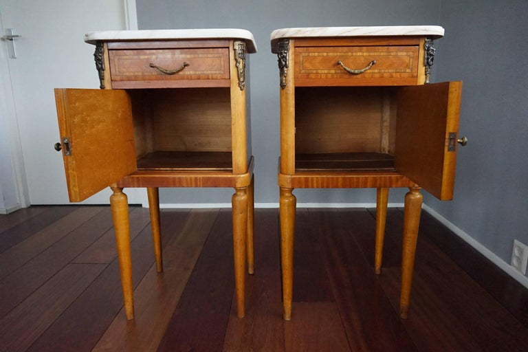 20th Century Antique Pair of Kingwood & Inlaid Satinwood Bedside Cabinets / Nightstands For Sale