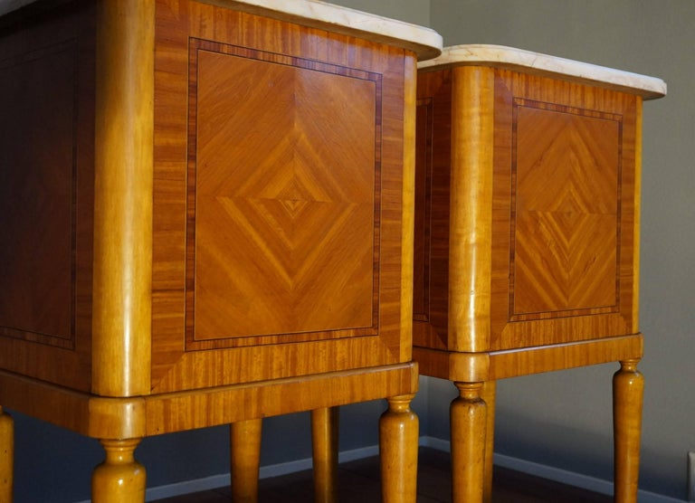 Antique Pair of Kingwood & Inlaid Satinwood Bedside Cabinets / Nightstands For Sale 1