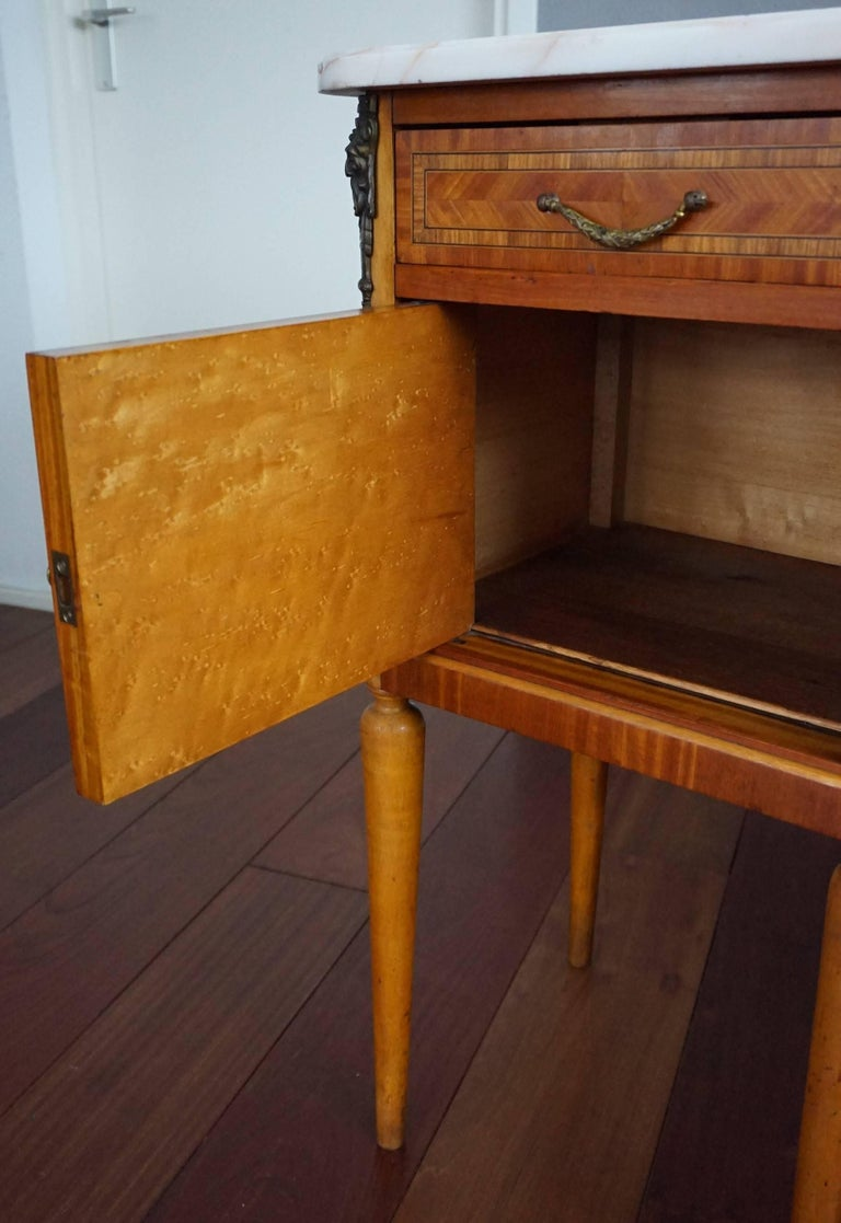 Bronze Antique Pair of Kingwood & Inlaid Satinwood Bedside Cabinets / Nightstands For Sale
