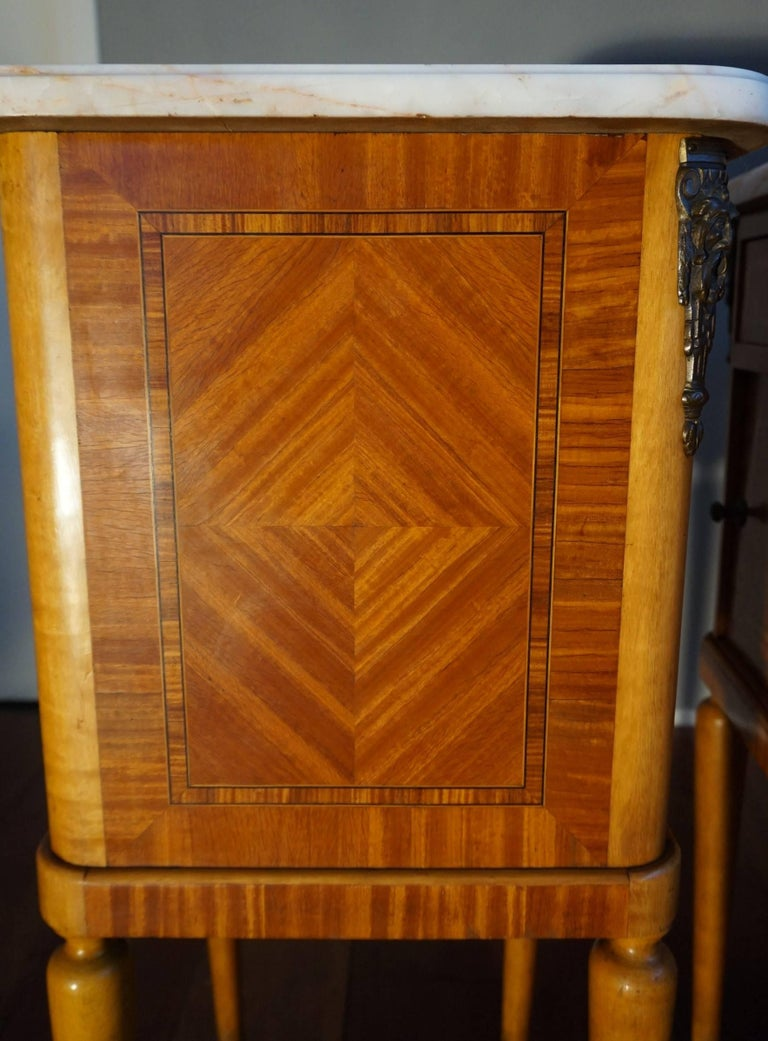 Antique Pair of Kingwood & Inlaid Satinwood Bedside Cabinets / Nightstands For Sale 2