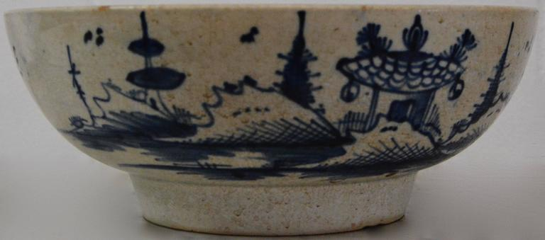 Chinese Export Porcelain Bowl In Fair Condition For Sale In Cookeville, TN
