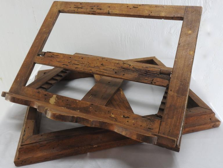 Late 18th Century Italian Olive Wood Book Stand In Good Condition For Sale In Cookeville, TN