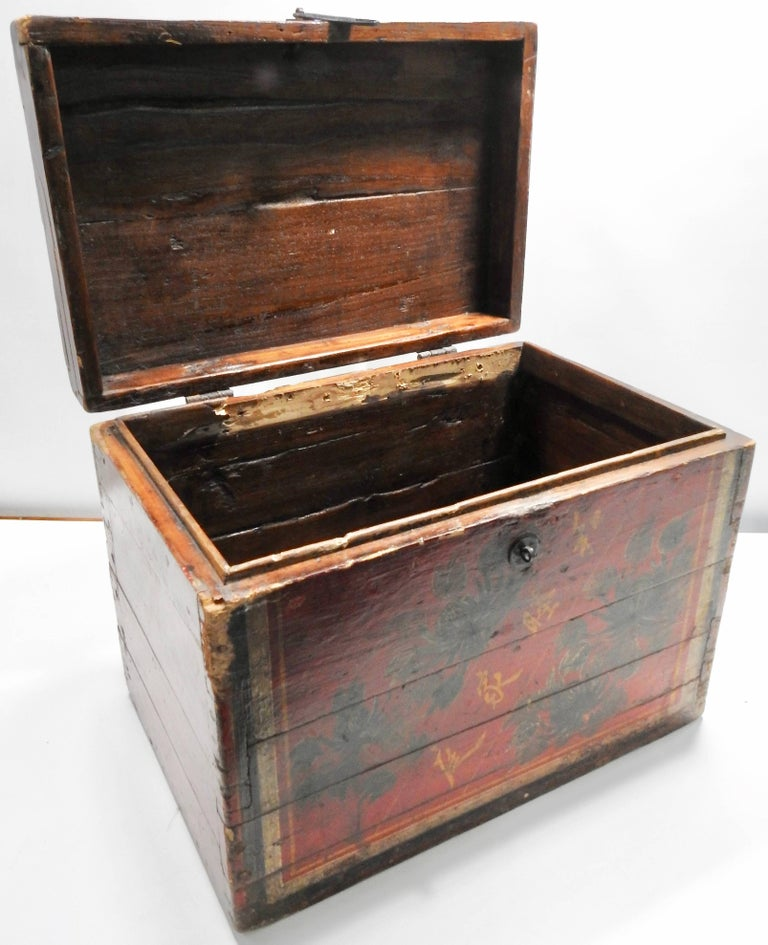 Chinese Storage Chest Hand Painted, Late 19th Century For Sale 1