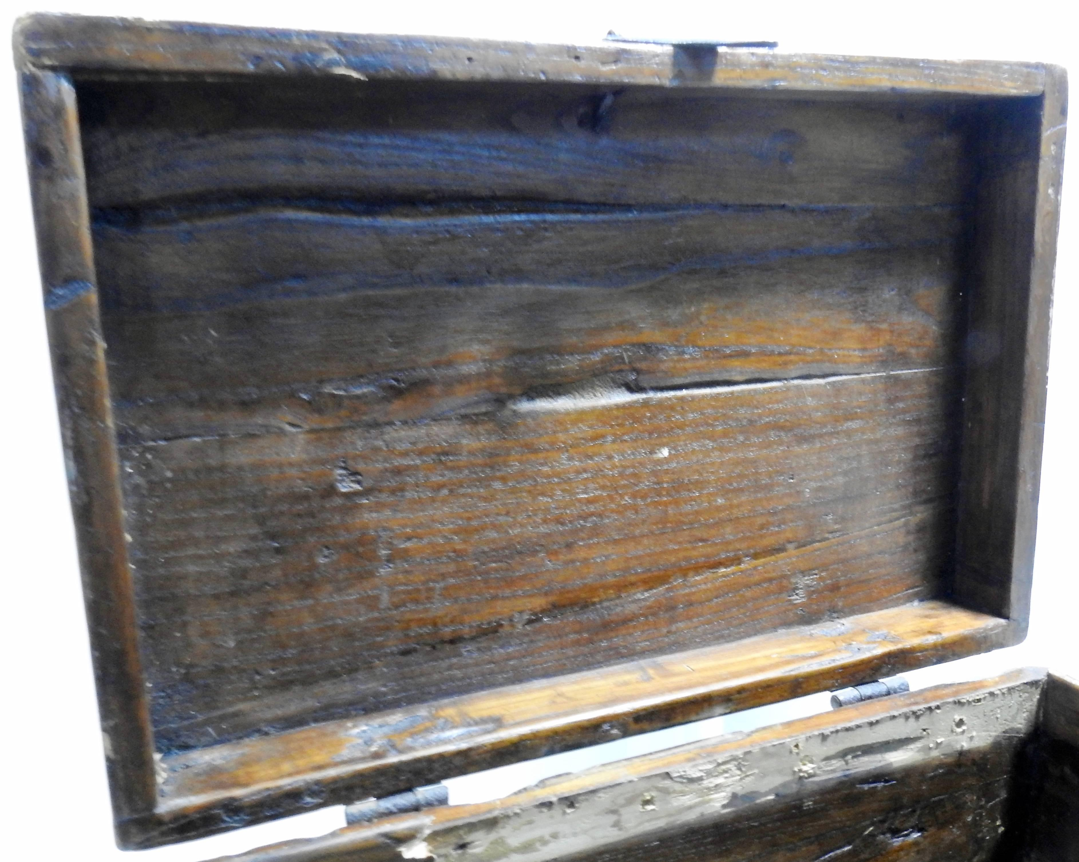 19th Century Hand Painted Chinese Storage Chest For Sale 3