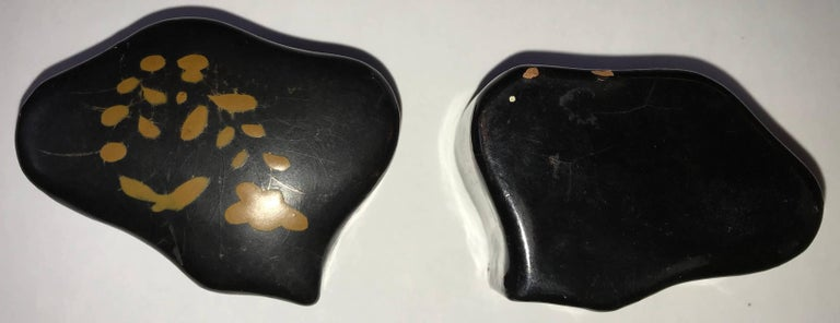 Lacquer Asian Snuff Box, 20th Century In Fair Condition For Sale In Cookeville, TN