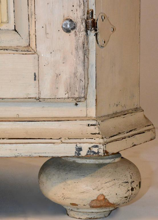 1790's Gustavian Corner Cupboard In Good Condition For Sale In Cookeville, TN