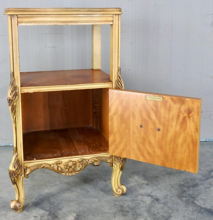 Satinwood Nightstand by J.B. Van Sciver Co. In Good Condition For Sale In Cookeville, TN