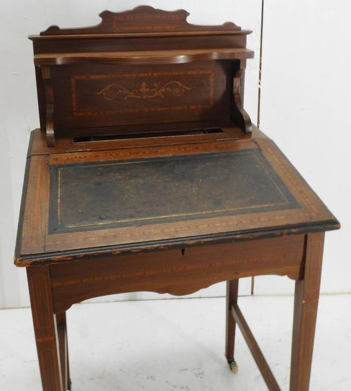 19th century victorian wooden writing desk with lift top for sale at 1stdibs. Black Bedroom Furniture Sets. Home Design Ideas