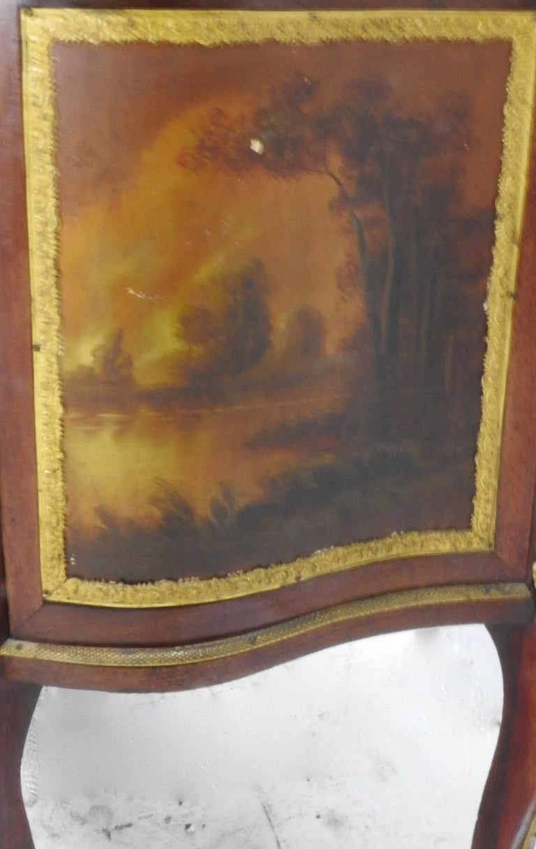 19th Century French Vitrine with Ormolu In Good Condition For Sale In Cookeville, TN
