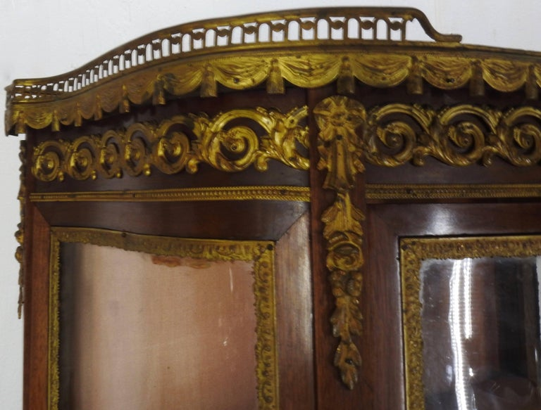 19th Century French Vitrine with Ormolu For Sale 2