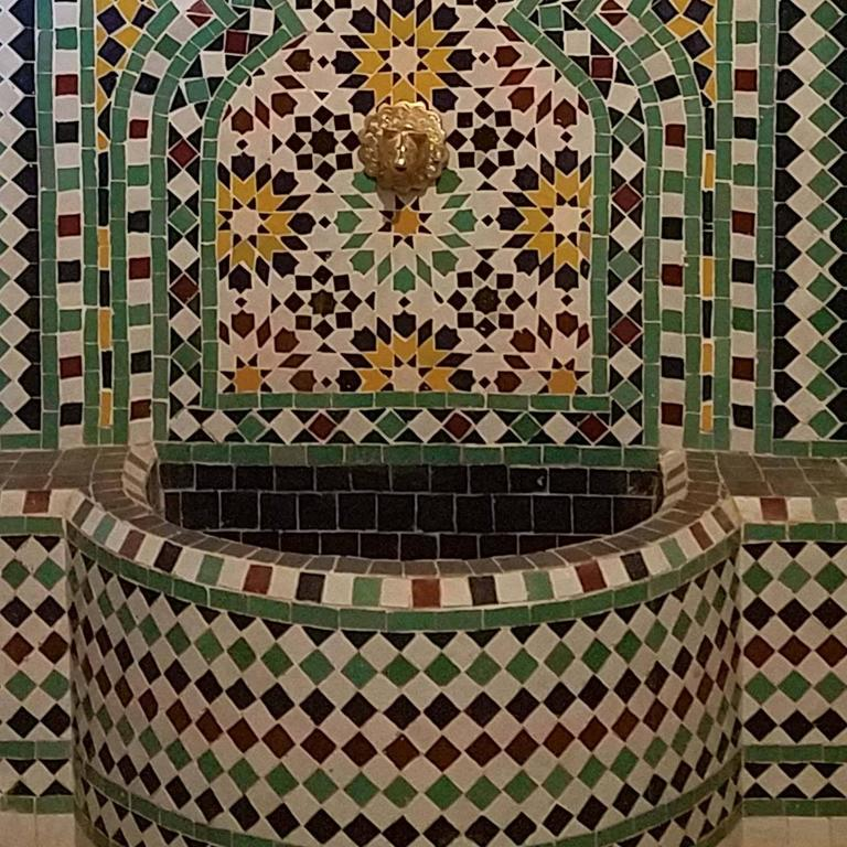 Beldia Style Moroccan Fountain, Mosaics In Excellent Condition For Sale In Orlando, FL