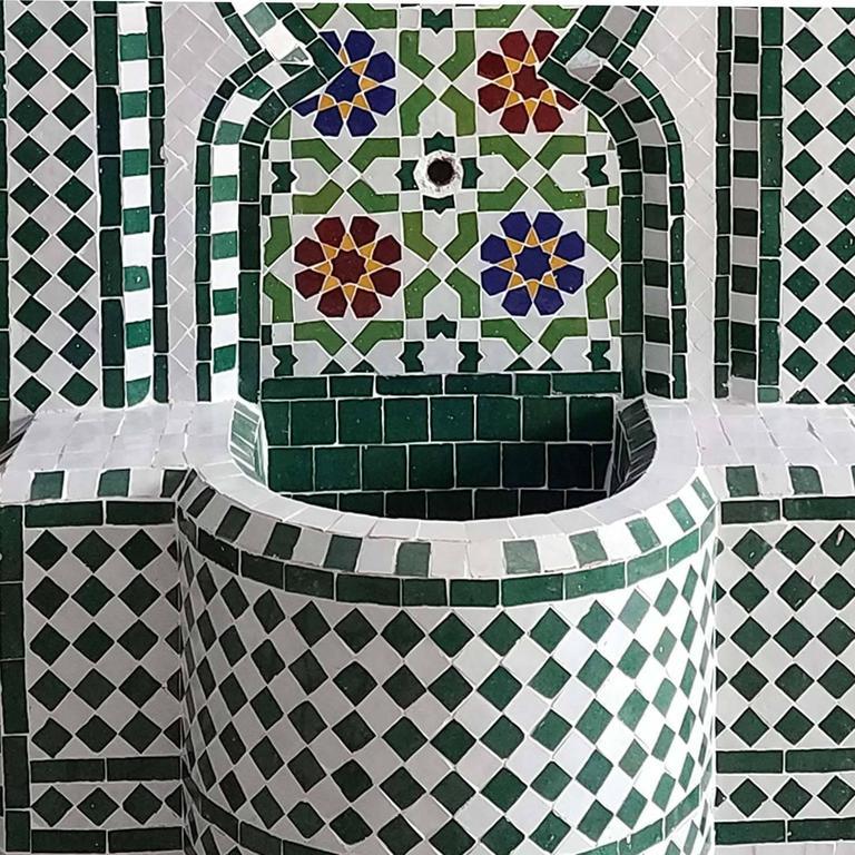 Riad Multicolor Moroccan Fountain All Glazed Mosaic In Excellent Condition For Sale In Orlando, FL