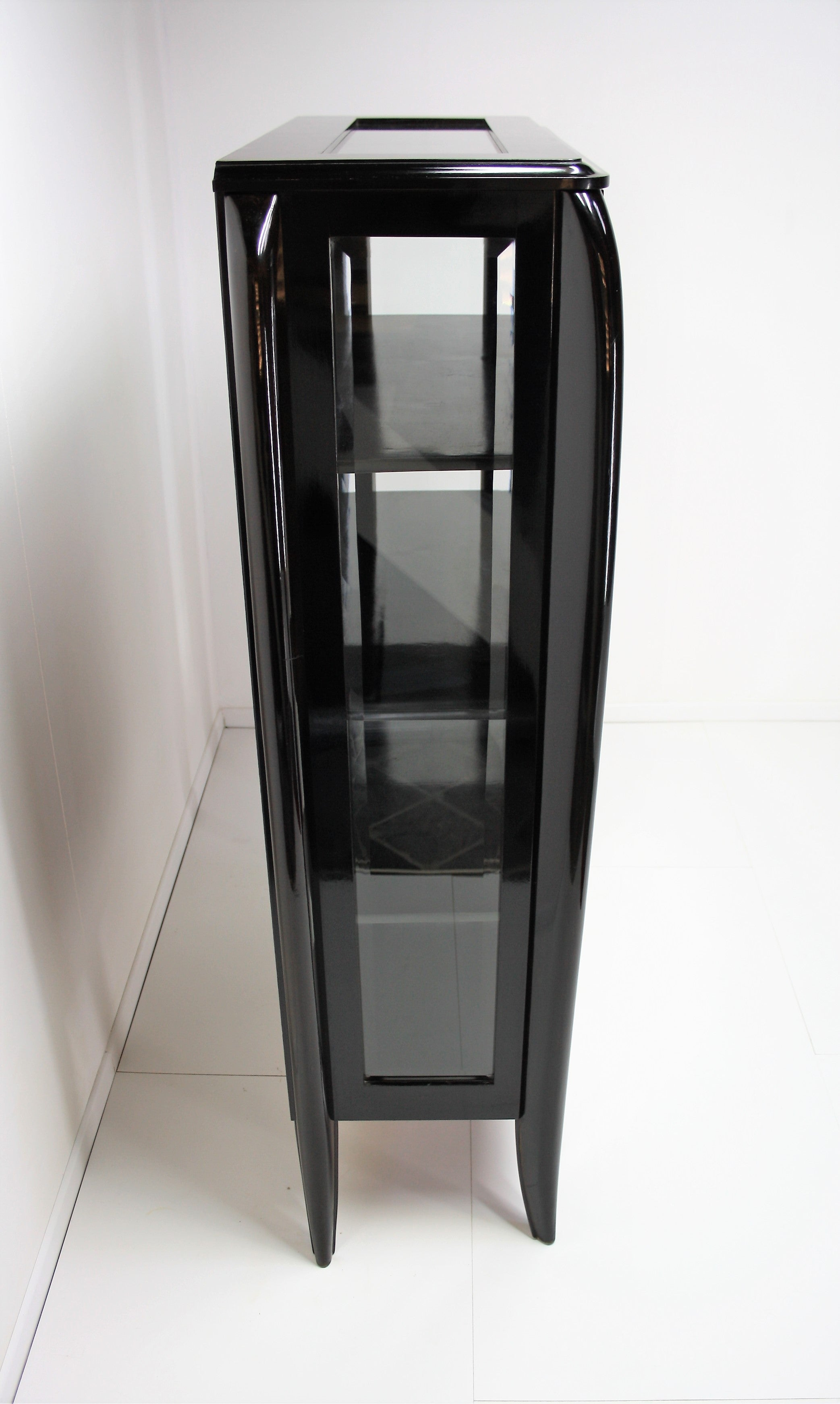 Elegant Art Deco Display Cabinet from Dominique 1930s For Sale at