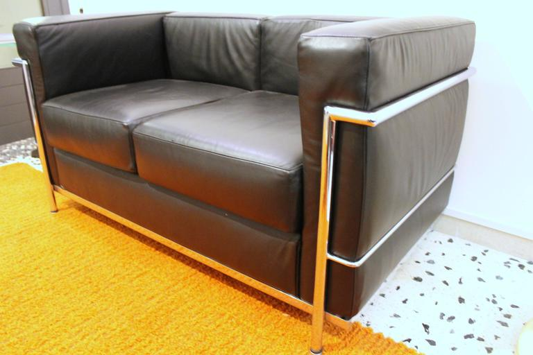 lc2 sofa by le corbusier for alivar for sale at 1stdibs. Black Bedroom Furniture Sets. Home Design Ideas
