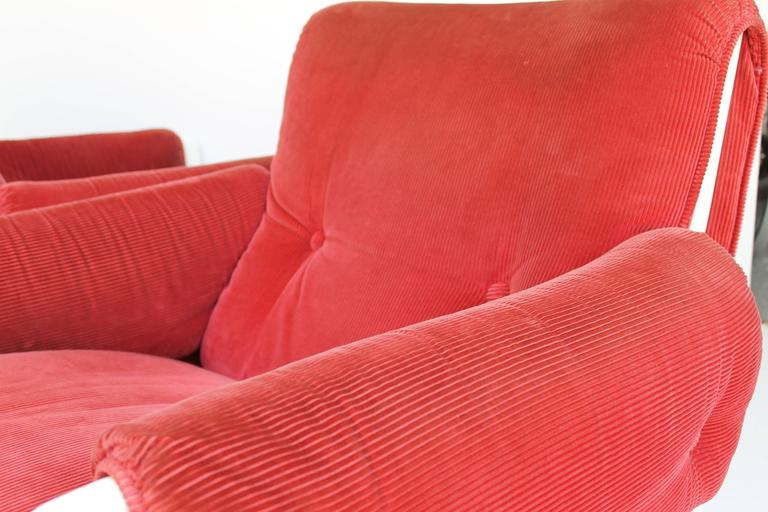 Sporting Lounge Chairs by Ammanati and Vitelli for Rossi di Albizzate In Excellent Condition For Sale In Sacile, PN