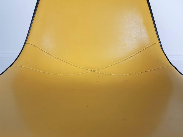 20th Century Vintage Vinyl Upholstered Eames Swivel Chair on Contractor Base, Herman Miller For Sale