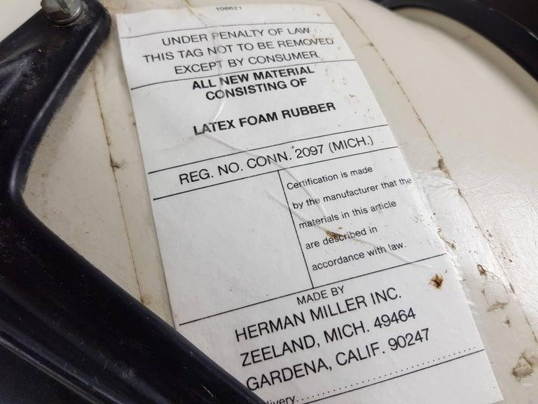 Vintage Vinyl Upholstered Eames Swivel Chair on Contractor Base, Herman Miller For Sale 1