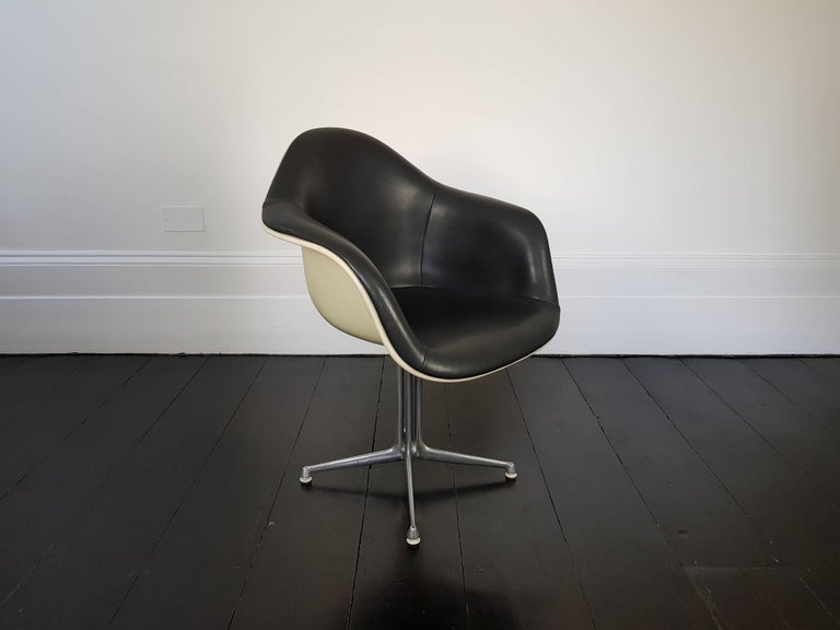Eames 'La Fonda' Chair for Herman Milller In Good Condition For Sale In London Road, Baldock, Hertfordshire