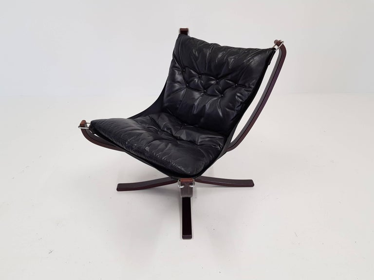 Norwegian Vintage Low-Backed X-Framed Sigurd Ressell Designed Falcon Chair, 1970s For Sale