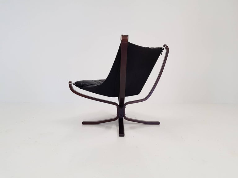 Stained Vintage Low-Backed X-Framed Sigurd Ressell Designed Falcon Chair, 1970s For Sale
