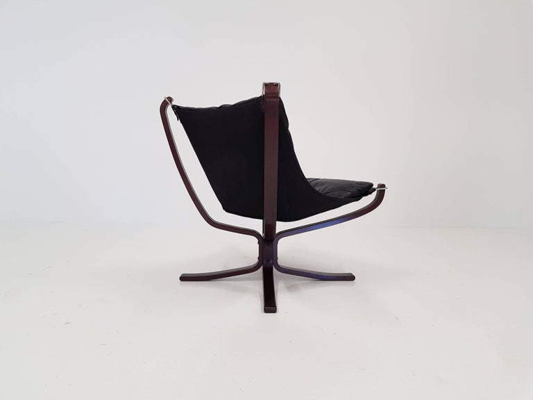 Vintage Low-Backed X-Framed Sigurd Ressell Designed Falcon Chair, 1970s In Good Condition For Sale In Weston, Hitchin, Hertfordshire