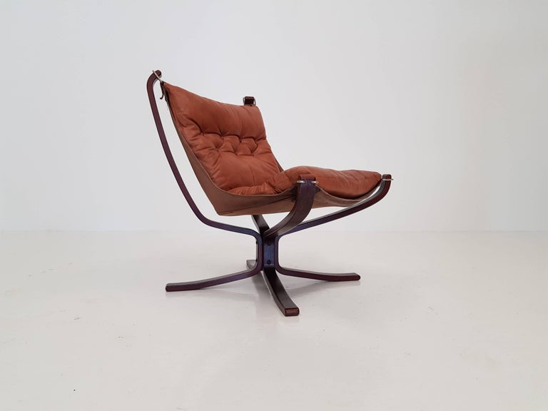Vintage low-backed X-framed Sigurd Ressell designed falcon chair, 1970s.  A super comfortable, amazing looking 1970s Sigurd Resell designed iconic Falcon chair. X framed with hammock design. Produced by Vatne Mobler, Norway.