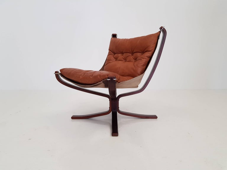 Mid-Century Modern Vintage Low-Backed X-Framed Sigurd Ressell Designed Falcon Chair, 1970s For Sale