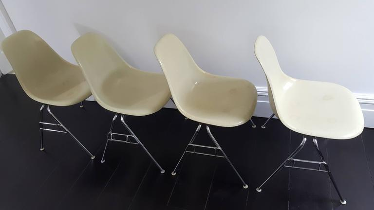 Original Parchment Charles & Ray Eames Fibreglass DSS Chairs for Herman Miller In Good Condition For Sale In Weston, Hitchin, Hertfordshire