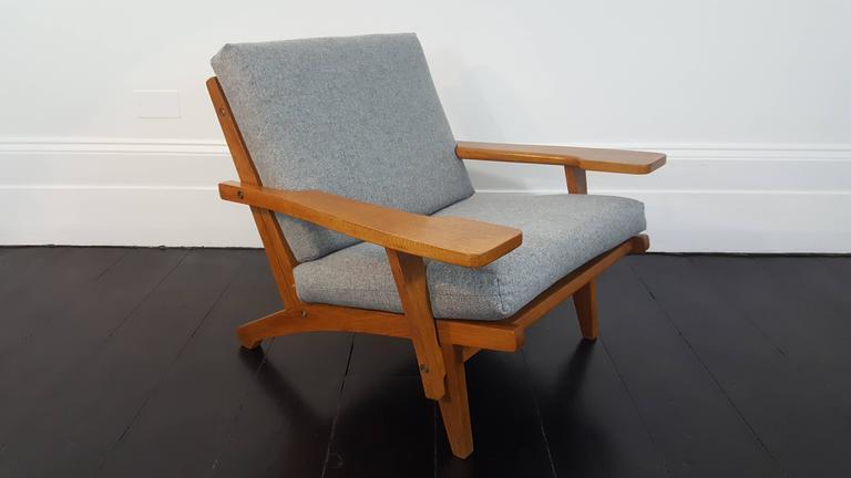 Iconic Danish Hans J Wegner Ge 375 Lounge Chair For Sale