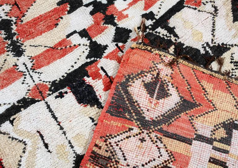 Vintage Moroccan Berber tapestry / rug In Good Condition For Sale In Amsterdam, NL