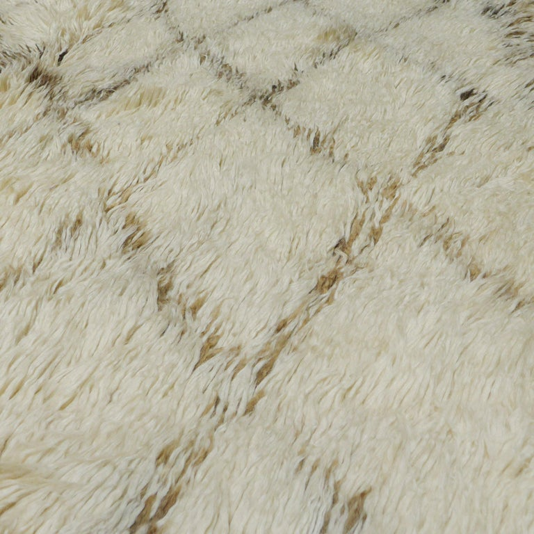 Modern Vintage Moroccan Berber Rug with a Natural Ivory Wool and Olive Color Accent For Sale