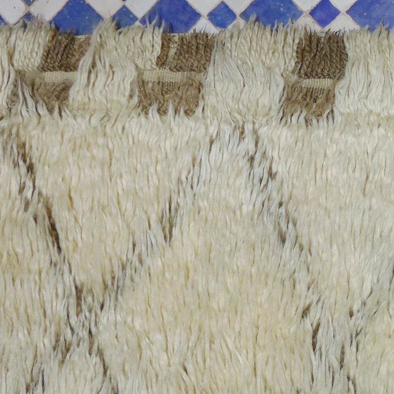 Late 20th Century Vintage Moroccan Berber Rug with a Natural Ivory Wool and Olive Color Accent For Sale