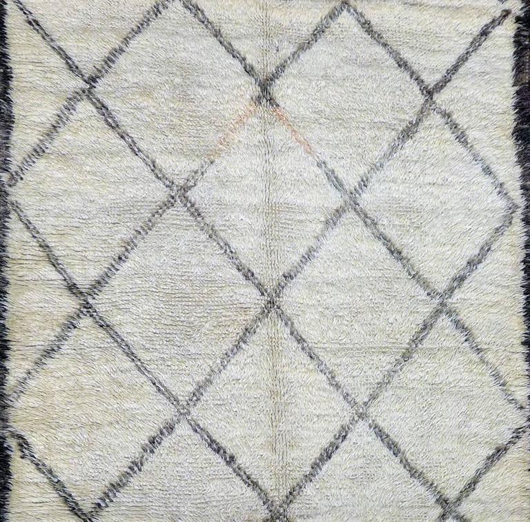 vintage moroccan berber carpet at 1stdibs. Black Bedroom Furniture Sets. Home Design Ideas