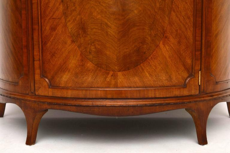Merveilleux Impressive And Practicable Antique Mahogany Cabinet With A Curved Front.  This Piece Is In Good