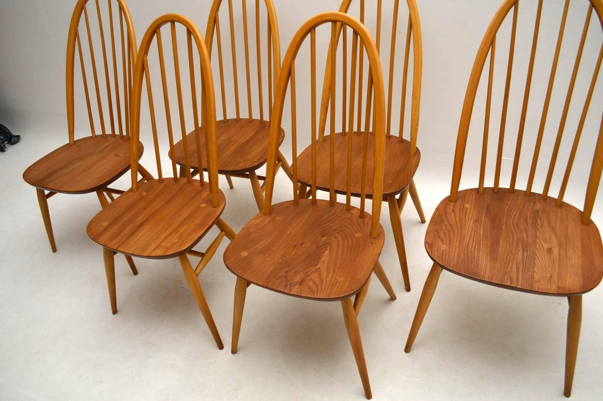 Mid Century Modern 1960s Ercol Grand Windsor Dining Table And Six Chairs  For Sale