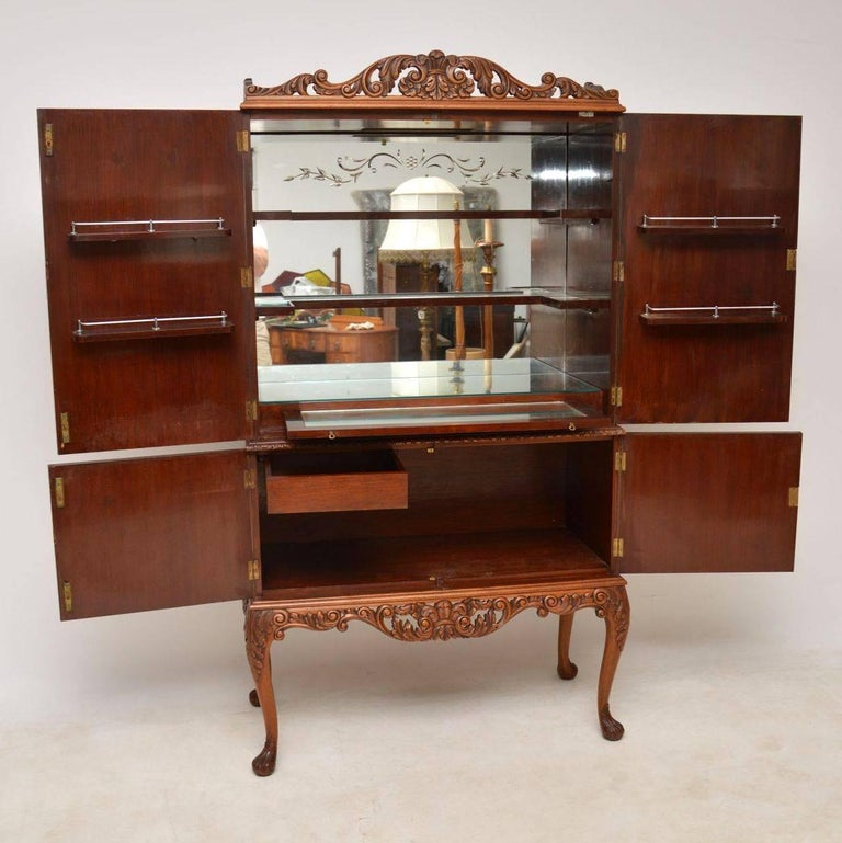 Very impressive antique Queen Anne style burr walnut drinks cabinet dating  to circa 1920s period. - Antique Burr Walnut Cocktail Cabinet For Sale At 1stdibs