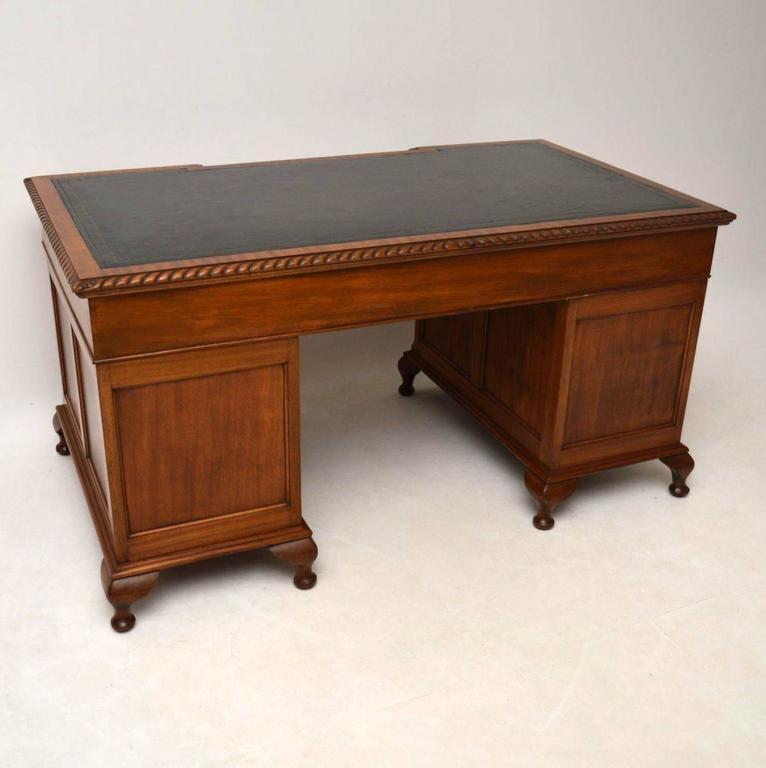 Large Antique Mahogany Leather Top Pedestal Desk For Sale 5 - Large Antique Mahogany Leather Top Pedestal Desk At 1stdibs