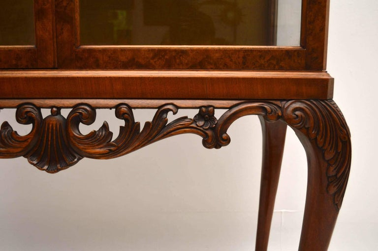 Antique Burr Walnut Display Cabinet In Excellent Condition For Sale In London, GB