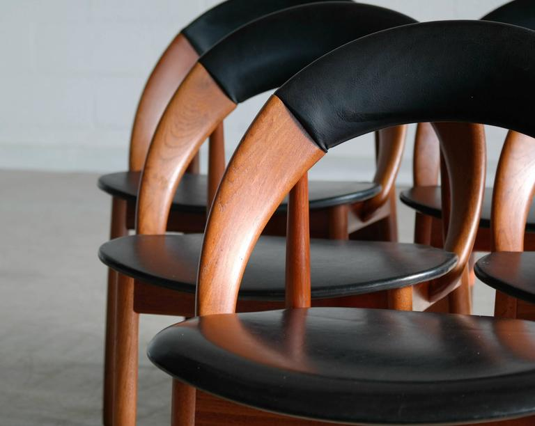 Mid-20th Century Very Rare Set of Six Dining Chairs by Arne Hovmand Olsen For Sale