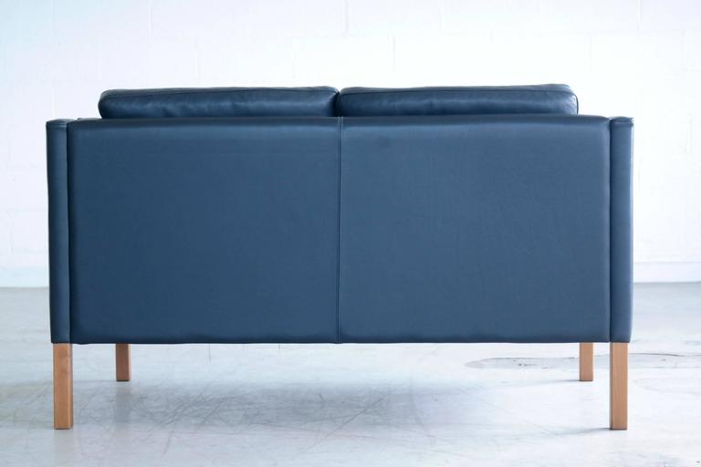 Mid-20th Century Børge Mogensen Model 2212 Style Two-Seat Sofa in Dark Sapphire Leather by Stouby For Sale