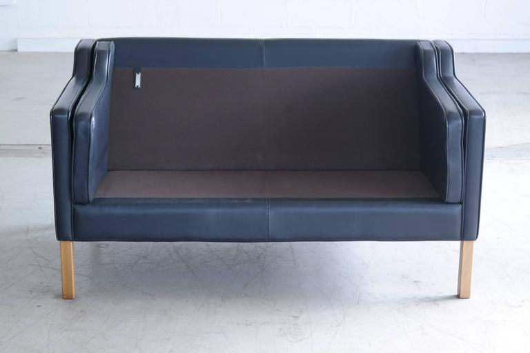 Børge Mogensen Model 2212 Style Two-Seat Sofa in Dark Sapphire Leather by Stouby For Sale 2