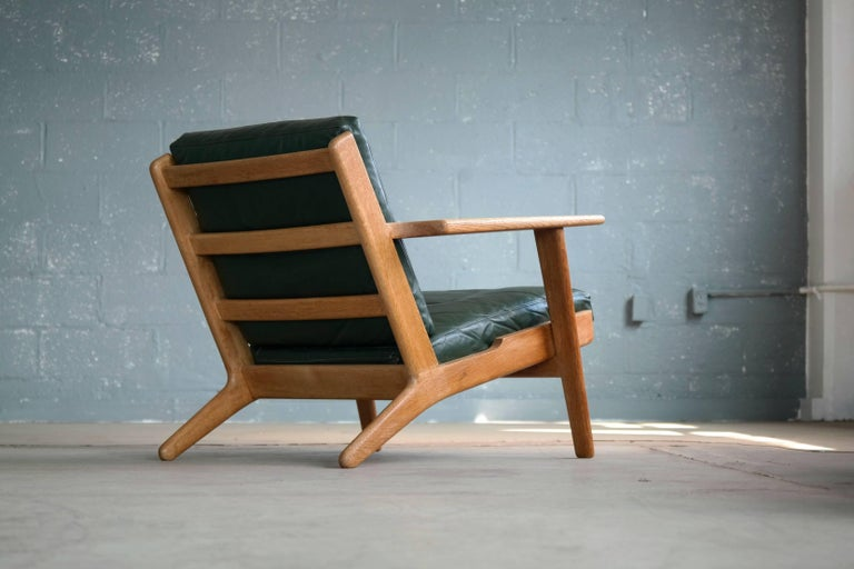 Hans Wegner Low Back Lounge Chair Model GE290 for GETAMA Oak and Green Leather In Excellent Condition For Sale In Bridgeport, CT
